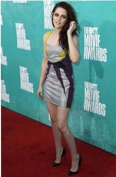 Piernas al aire en los MTV// Kristen Stewart en un minivestido