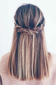 These easy hairstyles for school truly are gorgeous. These easy hairstyles for school truly are gorgeous. Medium Hair Braids, Cute Hairstyles For Medium Hair, Easy Hairstyles For School, Trendy Hairstyles, Medium Hair Styles, Natural Hair Styles, Prom Hairstyles, Fashion Hairstyles, Teenage Hairstyles