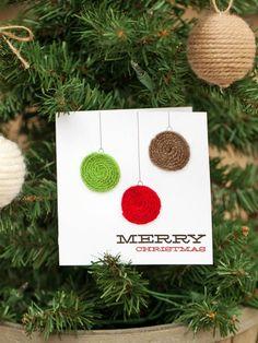 carte de Noël à fabriquer décorée de motif boules de sapin en fils de laine