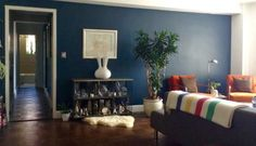 Zachary's Standing Out from the Crowd — Small Cool | Apartment Therapy