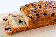 This easy to prepare lemon & blueberry loaf cake recipe is gluten free, low FODMAP and refined sugar free. So simple yet so delicious! Diabetic Desserts, Diabetic Recipes, Lemon Blueberry Loaf, Baking Recipes, Cake Recipes, Sugar Free Baking, Fodmap Recipes, Low Fodmap, Healthy Baking