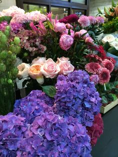 Such beautiful flowers @flannelflowers seeing them puts a smile on our faces everyday   #flowers #flower #purple #floral #bouquet #roses #flannelflowers #hk #flowerstore #nature