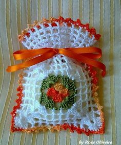 This Pin was discovered by Emi Crochet Home, Love Crochet, Crochet Motif, Crochet Doilies, Crochet Flowers, Crochet Patterns, Crochet Sachet, Crochet Gifts, Thread Crochet