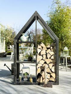 Gaaf idee om ons brandhout in de tuin te bewaren. Ziet er niet al te ingewikkeld uit om zelf in elkaar te knutselen.