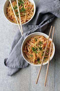 Pähkinävoi-seesaminuudelit Veggie Recipes, Wine Recipes, Vegetarian Recipes, Cooking Recipes, Veggie Food, Food Porn, Food Cravings, I Love Food, Soul Food
