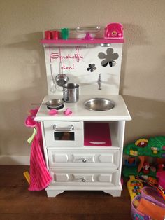 Eigen gemaakt kinder keukentje!  Van een oud kastje, likje verf, en wat kleine aanpassingen!