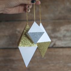 Make your own gorgeously glittery geode for Christmas, parties or wedding celebrations. Downloadable pattern and tutorial by Lia Griffith and her team.
