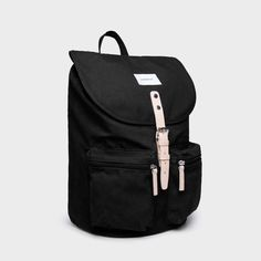 """Sandqvist backpack made of organic cotton and recycled polyester adding leather details. Black color Internal part for laptop up to 15 """" Two pockets Canvas Backpack, Natural Leather, Organic Cotton, Laptop, Backpacks, Stylish, Classic, Bags, Zippers"""