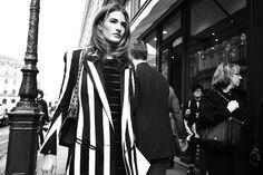 Street style en Paris Fashion Week: juego de rayas