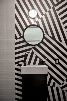 Black and white bathroom by Kanner Architects
