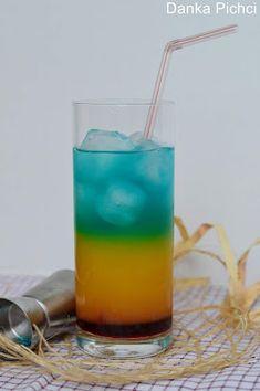 Drink Ekstravaganza <3 Kolorowe drinki niektórym z nas mogą kojarzyć się ze słońcem, plażą i wakacjami. Jednak, aby wypić taki napój nie musimy wychodzić z domu czy wyjeżdżać nad morze, ponieważ można przygotować go samodzielnie. Dziś proponuję wam zrobienie drinka Ekstravaganza. Potrzebujemy jedynie 5 składników + kostek lodu. Wykonanie takiego napoju jest niezwykle proste. Drink Ekstravaganza jest przepyszny, dlatego polecam wam go wypróbować! :) Blue Curacao, Pillar Candles, Glass Of Milk, Drinks, Diy, Food, Drinking, Beverages, Bricolage