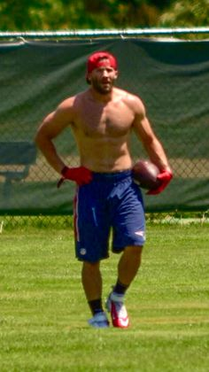 NFL football player Julian Edelman New England Patriots Scruffy Men, Hairy Men, Hot Rugby Players, Football Players, Nfl Football, Patriots Julian Edelman, New England Patriots Football, Patriots Logo, Danny Amendola
