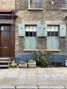 A little walk around Spitalfields' most beautiful streets - The deVOL Journal - deVOL Kitchens Beautiful Streets, Beautiful Homes, Most Beautiful, Georgian Townhouse, Georgian Homes, Sash Windows, Windows And Doors, London Street Photography, I Miss My Family