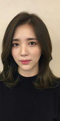 Medium Hair Cuts, Medium Hair Styles, Short Hair Styles, Short Straight Haircut, Hair Chart, Middle Hair, Korean Short Hair, Mid Length Hair, Girl Short Hair