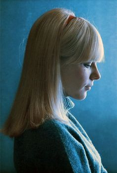 France Gall with one of my favorite hair styles. Clear cuts, blonde falls and the silence in this image are really cool.