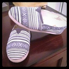 """SALE Grey Tribal print slip on's """"GRAY is the new black!"""" One of the main colors for this upcoming fall get the look with these brand-new never worn gray tribal slip on! *no box, material will stretch* Report Signature Shoes"""