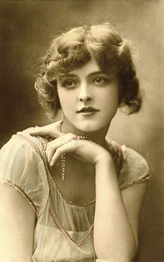 Vintage portrait of Constance Worth - British actress and stage beauty. Images Vintage, Photo Vintage, Vintage Pictures, Vintage Photographs, Stage Beauty, Silent Film Stars, Vintage Hollywood, Hollywood Star, Vintage Girls