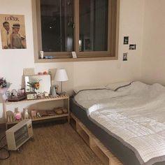 bedroom soft minimalistic aesthetic home interior korean apartment soft aesthetic kawaii g e o r g i a n a : f u t u r e h o m e Small Room Bedroom, Dream Bedroom, Diy Bedroom Decor, Home Decor, Room Interior, Interior Design, Aesthetic Bedroom, Pretty Room, New Room