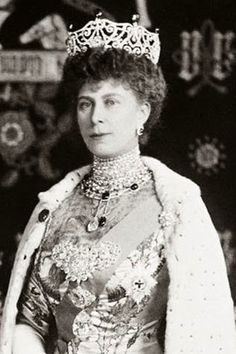 Queen Mary wearing Queen Alexandra`s Sunburst brooch with the cloak fastening side-jewels. As well as her Delhi Durbar tiara & necklace with emeralds & lots of other diamonds.
