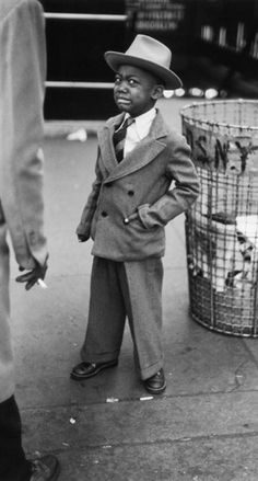 Tired little boy in New York City, NY (circa 1940s) • photo: Ruth Orkin