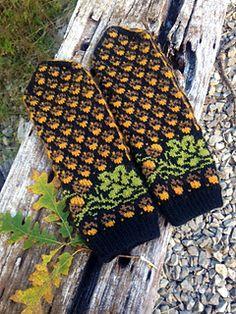 Ravelry: Golden Acorns Mittens pattern by Natalia Moreva Fingerless Mittens, Knit Mittens, Knitted Gloves, Knitting Socks, Hand Knitting, Loom Knitting Patterns, Knitting Charts, Knitting Stitches, Knitting Tutorials