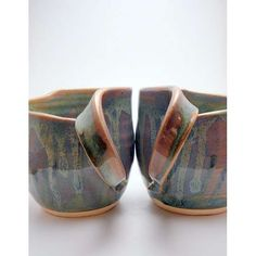 If I ever get to take a pottery class again, I'm going to try making handles this way, so cool.