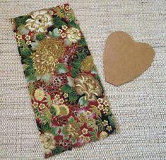 Corte uma tira de tecido estampado para a pétala