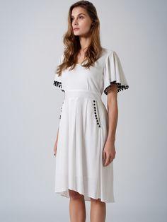 Elegant transeasonal ecru dress / black lace detail
