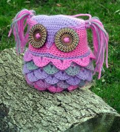 Kaleidoscope Kallie Owl Pillow - free #crochet pattern from The Country Willow! Isn't this fun and pretty! Owls are here to stay for quite a while in crochet and home decor, I think!
