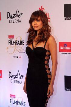Esha Gupta Photos at Filmfare Glamour & Style Awards 2017