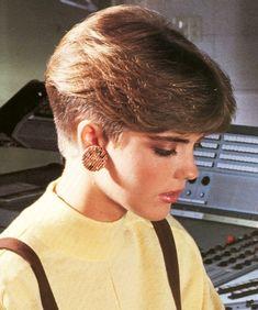 20 S Hairstyle Short Wedge Hairstyles Short Wedge Haircut, Short Wedge Hairstyles, Pixie Hairstyles, Short Hairstyles For Women, Cool Hairstyles, 1980s Hairstyles, 80's Womens Hairstyles, Haircut Diy, Pixie Haircut