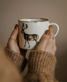 Shared by 𝑴𝒊𝒊𝒏𝒂𝒂. Find images and videos about love, winter and coffee on We Heart It - the app to get lost in what you love. Coffee Shop, Coffee Mugs, Home Goods Decor, Coffee Photography, Winter Is Here, Coffee And Books, Pretty Photos, Jolie Photo, Slow Living