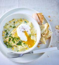 Enjoy a little luxury with this smoked haddock chowder that uses ingredients straight from your freezer and store cupboard - it's ready in under 30 minutes. Chowder Recipes, Soup Recipes, Dinner Recipes, Cooking Recipes, Healthy Recipes, Dinner Ideas, Fish Recipes, Seafood Recipes, Local Seafood