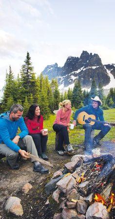 캐나다 재스퍼 국립공원에서 즐기는 캠프파이어