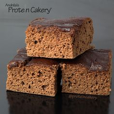 Prot: 15 g, Carbs: 9 g, Fat: 3 g, Cal: 124 -- A simple recipe for a delicious, gluten-free Chocolate Peanut Butter Protein Snack Cake! By Andréa's Protein Cakery. Protein Snacks, Protein Cupcakes, Whey Protein Recipes, Protein Powder Recipes, Peanut Butter Protein, Protein Cookies, Chocolate Peanut Butter, Cake Chocolate, High Protein