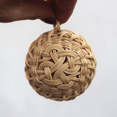 Vánoční baňka, ozdoba. Christmas tree decoration. Rattan weaving. japan basket, christmas ball, woven, nature, natural