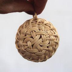 Vánoční baňka, ozdoba. Christmas tree decoration. Rattan weaving. japan basket, christmas ball, woven, nature, natural