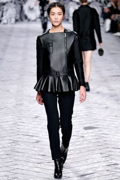 Black Leather Top in Masculine Feminine Pantsuit Fashion Trend for Fall Winter 2013 I Viktor and Rolf High Fashion, Winter Fashion, Fashion Show, Womens Fashion, Fashion Design, Fashion Trends, Paris Fashion, Fashion 2014, Victor And Rolf