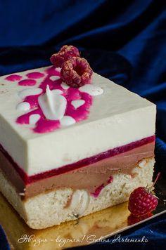 Думаю, те из вас, кто увлекается выпечкой тортов, наверняка исколесили блог Марии Селяниной вдоль и поперек. И, скорее всего, этот торт щекотал ваши нервишки. По крайней мере, мои щекотал, и именно он добил меня и по-настоящему заставил полюбить велюр в декоре. Несмотря на то, что пока я только…