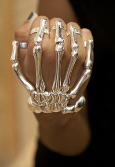 Delfina Delettrez skull bracelet
