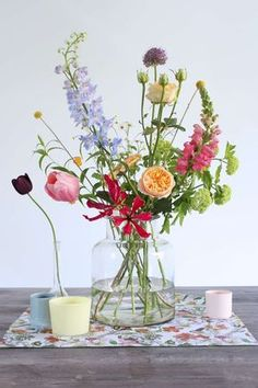 ▷ 1001 + ideas for flower arrangements to decorate your home this spring large glass vase, colourful flower bouquet, floral centerpieces, on a wooden table, in front of a white background Beautiful Flower Arrangements, Fresh Flowers, Spring Flowers, Colorful Flowers, Beautiful Flowers, Diy Flowers, Table Flowers, Flowers In A Vase, Floral Flowers
