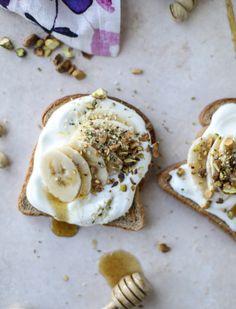 vanilla ricotta banana toast with pistachios I howsweeteats.com