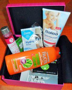 "Unboxing meiner Pinkbox in der ""Holly loves Edition"" vom Februar 2015 ❤ Juice Bottles, Fashion Beauty, Drinks, February, Drinking, Beverages, Drink, Beverage"