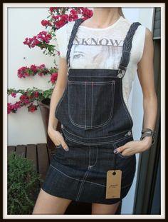 "#Jardinero #Paulacahendanvers $250 **NUEVO CON ETIQUETA** Colección ""Mini Apple Enterito"" T.02 Jean negro con tiras trenzadas Ancho cintura: 40 cm Largo mini: 36 cm Largo total: 61 cm ***CONSULTANOS POR PAGO EN CUOTAS*** Jeans Capri, Overall Shorts, Overalls, Mini, Pants, Women, Sweater Vests, Clothing, Trouser Pants"