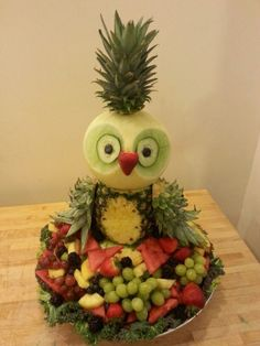 Fruity Owl Fruit Display for easter party Fruit Decorations, Food Decoration, Fruit Animals, Fruit Creations, Food Art For Kids, Creative Food Art, Vegetable Carving, Food Carving, Food Garnishes