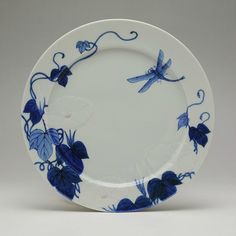 Month plate by Seifu Yohei III, with flowers and dragonfly, c.1890. David and Anne Hyatt King donation, National Museum of Scotland