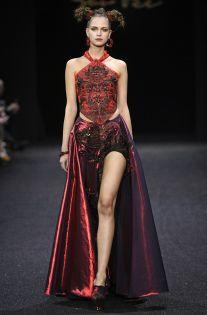 Photos of Guo Pei Spring Summer 2019 Haute Couture fashion show at Paris Couture Week (January Haute Couture Looks, Style Couture, Couture Week, Haute Couture Fashion, Fashion News, High Fashion, Fashion Show, Fashion Design, Runway Fashion