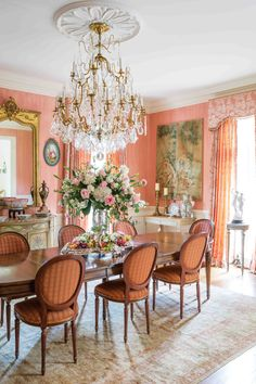 Elegant Dinning Room, Beautiful Dining Rooms, French Home Decor, French Country Decorating, Demilune Table, French Country Dining Room, Victoria Magazine, Beautiful Flowers Garden, French Chateau