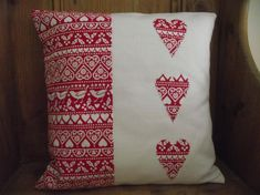 Sewing Cushions Christmas Cushion Cover in Laura Ashley Gingham and Emma Bridgewater Joy heart applique by BreifneCottage on Etsy - Christmas Cushions To Make, Christmas Cushion Covers, Christmas Patchwork, Christmas Fabric, How To Make Pillows, Handmade Christmas, Applique Cushions, Sewing Pillows, Christmas Sewing Projects