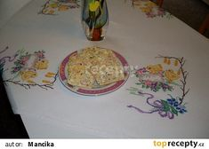 Roládka je plněná česnekovou pomazánkou s kapií, kuřecí šunka a salám Herkules. Ale, Plates, Tableware, Hercules, Licence Plates, Dishes, Dinnerware, Griddles, Ale Beer